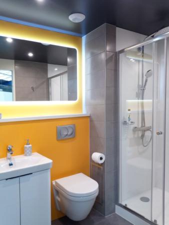 salle de bain logement résidentiel