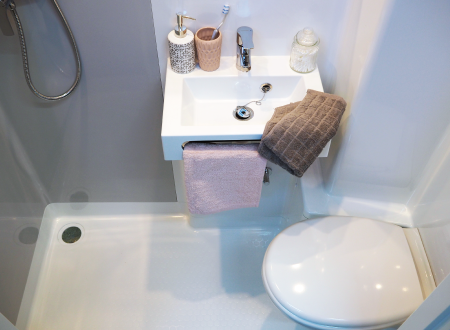jade-evo-salle-de-bain-compate